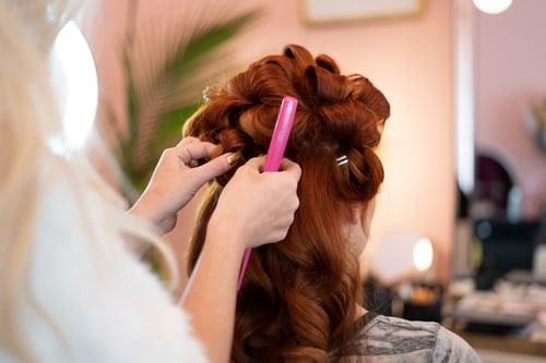 An hair dresser making hair