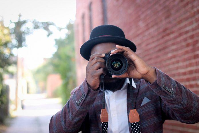 Photographer makes money online in Nigeria