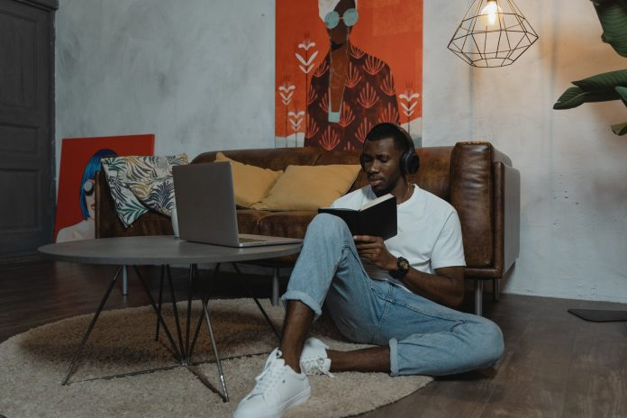 student entrepreneur makes money from home in Nigeria
