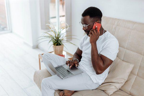 man makes money online in Nigeria