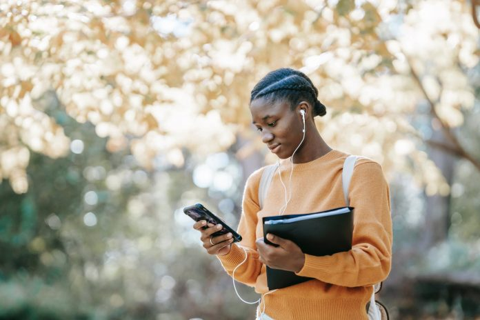 a female student make money on her phone